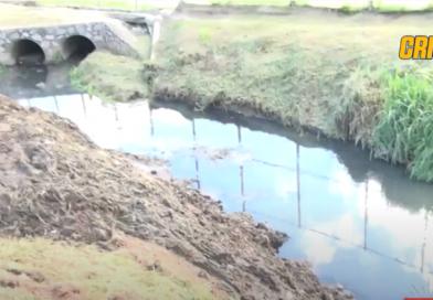 SEMAN faz limpeza no canal que corta o Conjunto Habitacional São Cristóvão