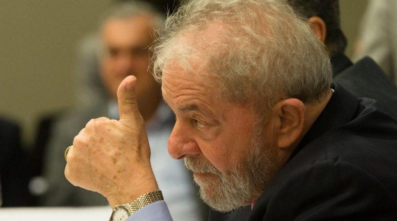 Bahia Notícias / Notícia / Lula ajusta calendário para turnê do Nordeste e deve aguarda definição política, diz coluna   19/07/2021