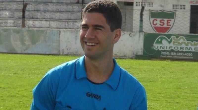 Bahia Notícias / Esportes / E.C. Vitória / Vitória x Itabaiana: Árbitro de AL comanda jogo no Barradão   17/10/2021