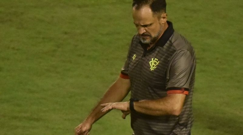 Bahia Notícias / Esportes / E.C. Vitória / Wagner Lopes elogia aplicação dos jogadores do Vitória após triunfo: